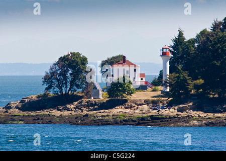 Active Pass Lighthouse on Mayne Island in the Gulf Islands between Vancouver and Victoria, British Columbia. - Stock Photo