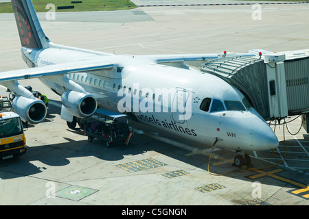 BAE Systems Avro 146-RJ100, reg OO-DWH, being serviced at Manchester Airport - Stock Photo