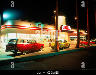 Auto diner at night with old classic american cars in for American classic diner
