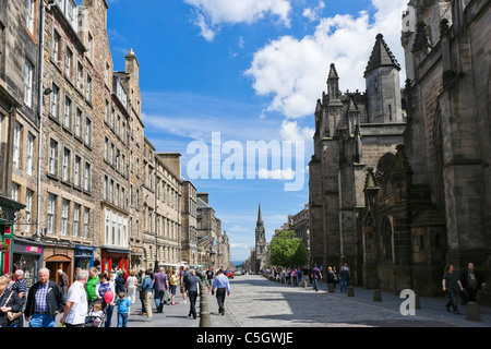 View down the High Street looking towards Holyrood from outside St Giles Cathedral, The Royal Mile, Edinburgh, Scotland, UK