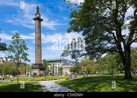 St Andrew Square with the Melville Monument in the centre, New Town, Edinburgh, Scotland, UK - Stock Photo