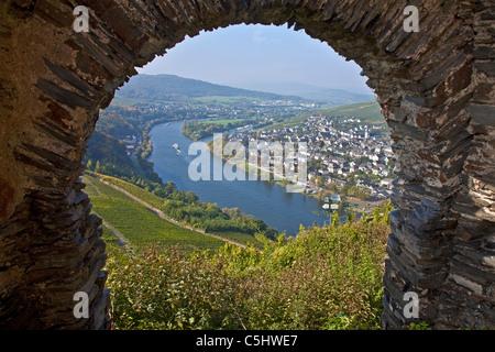 Blick von der Burg Landshut auf das Moseltal, Bernkastel-Kues, Mosel, View from the castle Landshut over the Moselle - Stock Photo