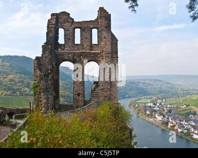 Grevenburg, Ruine ueber Traben-Trarbach, Mosel, Grevenburg, ruin, Greven castle, above, Traben-Trarbach, Moselle - Stock Photo