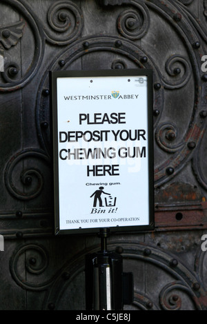 Please Deposit Your Chewing Gum Here sign outside entrance to Westminster Abbey, London, England - Stock Photo