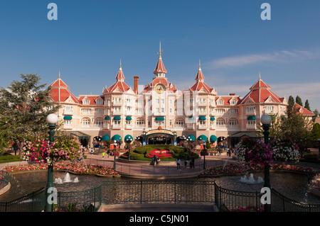 10 Best Family-Friendly Beaches Near Disneyland - Family