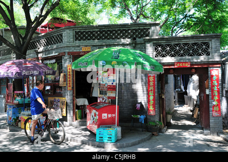 Beverage stand in tradtional style hutong alley way. Beijing, China. - Stock Photo