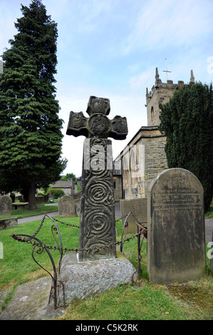 An 8th Century Celtic Cross in the grounds of St Lawrence's Church Eyam - Stock Photo