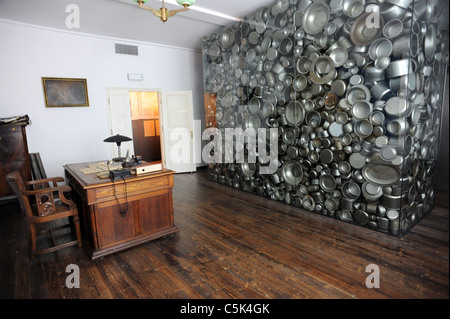 Oskar Schindler's desk inside his old factory in Krakow which is now a museum - Stock Photo