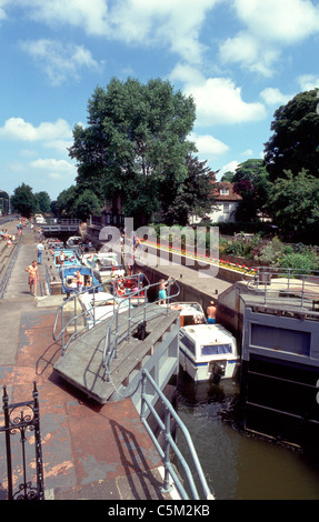 July 1993: Boats passing through a busy Boulters Lock, River Thames, Maidenhead, Berkshire, England, UK, Europe - Stock Photo