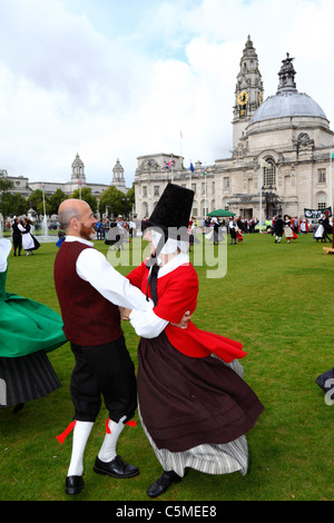 Dancers wearing traditional dress on Midsummers Day in front of Cardiff city hall, Cathays Park, Cardiff, South - Stock Photo