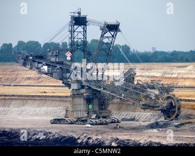 Large excavation machines working in RWE open-cast brown or lignite coal mine at Garzweiler in Northrhine Westfallia - Stock Photo