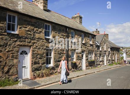 Row of traditional old Welsh stone terraced cottages. Ffordd Castell, Criccieth, Lleyn Peninsula, Gwynedd, North - Stock Photo