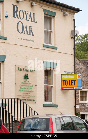 The Royal Oak pub in Skipton, a 'To Let' sign on its wall. - Stock Photo