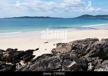 The island of Taransay seen across Traigh Iar beach on South Harris in the Outer Hebrides. - Stock Photo