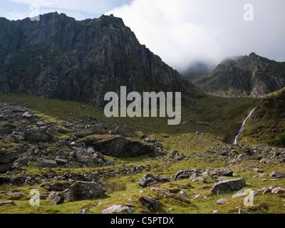 The Llech Ddu cliff terminating the Crib Lem spur on Carnedd Dafydd in the Carneddau mountains, Snowdonia - Stock Photo