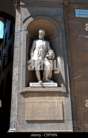 A marble statue of Benvenuto Cellini, created by Ulisse Cambi, Piazzale degli Uffizi, Florence, Italy. - Stock Photo