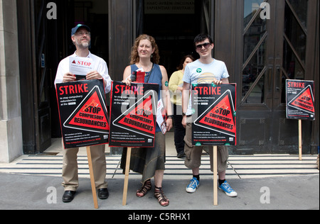 NUJ picket line outside BBC Broadcasting House, London - Stock Photo