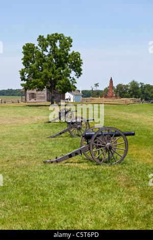 Cannons and Hentry House, Manassas Junction or Bull Run Battleground Civil War site, Virignia, USA - Stock Photo