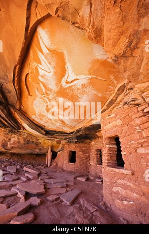 USA, Utah, Fallen Roof Ruin, Indian ruins in North Fork of Mule Canyon, Cedar Mesa - Stock Photo