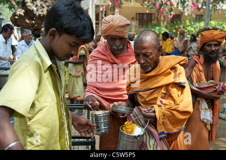 Sadu being served food Sri Ramana Ashram Tiruvannamalai Tamil Nadu South India - Stock Photo