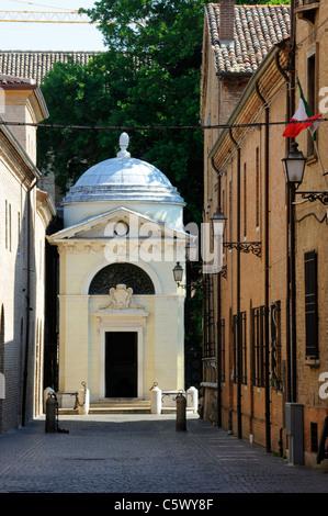 The Tomba di Dante at the end of Via Dante Alighieri in Ravenna - Stock Photo