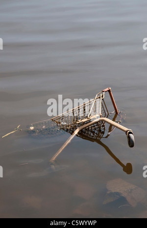 A shopping trolley abandoned in the River Clyde. - Stock Photo