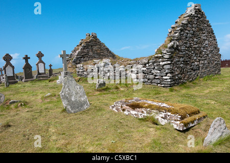Cladh Mhuire chapel and graveyard on Benbecula in the Outer Hebrides - Stock Photo