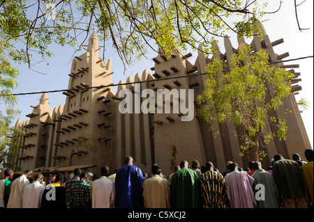 MALI Mopti , muslims at friday prayer in front of Grand Mosque build from clay , a UNESCO world heritage - Stock Photo