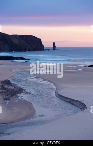 The seastack of Am Buachaille, Sandwood Bay, Sutherland, Highland, Scotland, UK. - Stock Photo