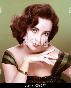 ELIZABETH TAYLOR (1932-2011) British-American film actress in 1956 - Stock Photo