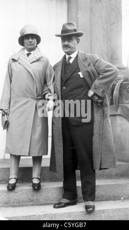 THOMAS MANN (1875-1955) German novelist and social critic  with his wife Katia in 1927 - Stock Photo