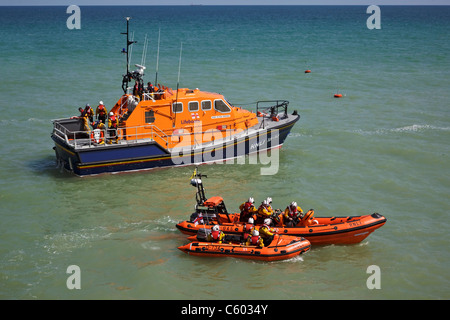 The Cromer ALB RNLI The Victor Freeman on station with the inshore boat D734 and Sheringham's boat B845 - Stock Photo