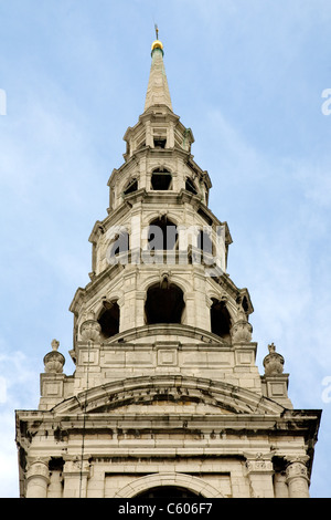 Spire of St Bride's church in City of London designed by Christopher Wren and said to be inspiration for tiered - Stock Photo