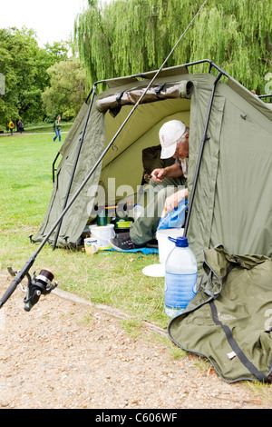 London Parliament Hill Hampstead Heath angler fisherman tent & tackle for a weekend of fishing Highgate fishing - Stock Photo