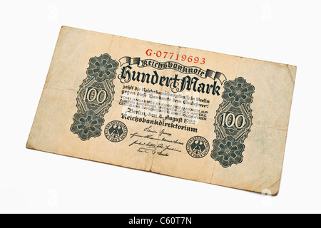 Detail photo of an old German bill of August 4th 1922 about the amount of one hundred reichsmarks - Stock Photo