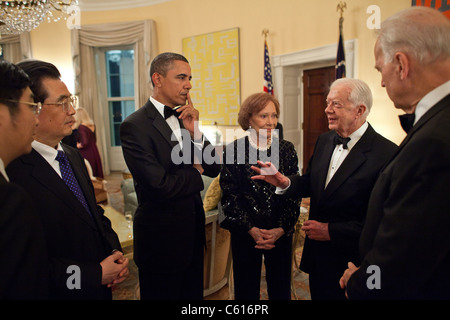 President Obama with Chinese President Hu Jintao of China talks with VP Biden Ex-President Jimmy Carter and Rosalynn - Stock Photo