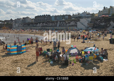 Broadstairs Kent Uk. Viking bay beach tourists on their annual summer holidays. HOMER SYKES - Stock Photo
