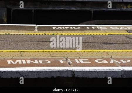 Railway safety reminder: MIND THE GAP - Stock Photo