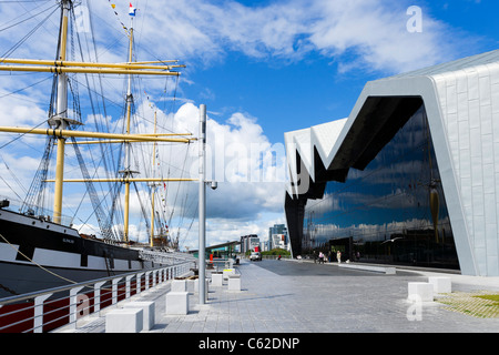 The Riverside Museum (new building of the Glasgow Museum of Transport) and The Tall Ship, Glasgow, Scotland, UK - Stock Photo
