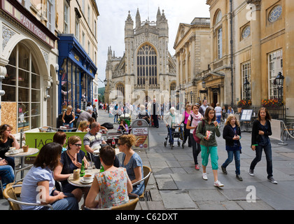 Cafe on Abbey Churchyard in front of Bath Abbey and the Roman Baths, Bath, Somerset, England, UK - Stock Photo