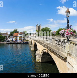 Bridge over the River Thames at Henley-on-Thames, Oxfordshire, England, UK - Stock Photo