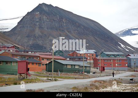 Image shows Longyearbyen, the largest settlement of Svalbard archipelago, Norway. Photo:Jeff Gilbert - Stock Photo