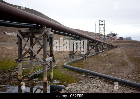 Utility pipes on raised covered platforms running above the ground at Longyearbyen, Svalbard, Norway. Photo:Jeff - Stock Photo