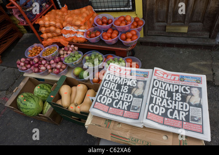 Looter and rioting headlines from the Sun newspaper in Clarence Road, Hackney. - Stock Photo