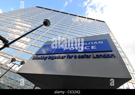 Metropolitan Police Headquarters, New Scotland Yard, London, Britain, UK - Stock Photo