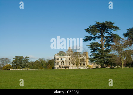 Grand old renaissance period house in berkshire, england near Henley-on-Thames - Stock Photo