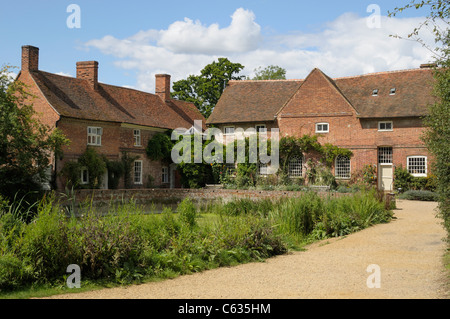 Flatford Mill, a large historic mill in Essex, England. - Stock Photo