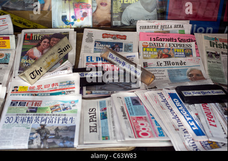International and ethnic newspapers at a news stand in New York on Sunday, August 7, 2011. (© Frances M. Roberts) - Stock Photo