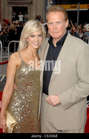 Lee Majors, Faith Majors at arrivals for OCEAN'S THIRTEEN Premiere, Graum, Los Angeles, CA, June 05, 2007. Photo - Stock Photo