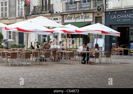 Tourists at a pavement Cafe in Place de la Republique, Orleans, Loiret, France. - Stock Photo